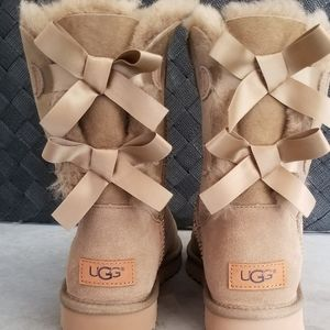 Women's UGG Bailey Button